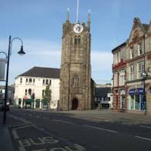 Picture showing Okehampton town centre with the church as the focus point